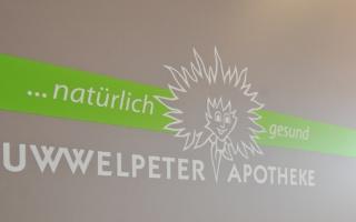 Struwwelpeter Logo auf brauner Eingangstür