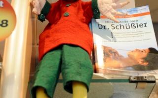 Struwwelpeter-Puppe im Regal