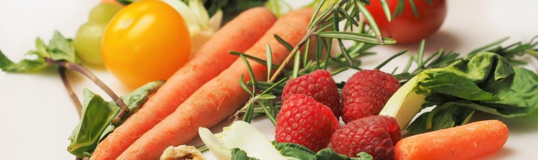 verschiedene Sorte Obst, Gemüse, Nüsse und Gewürze
